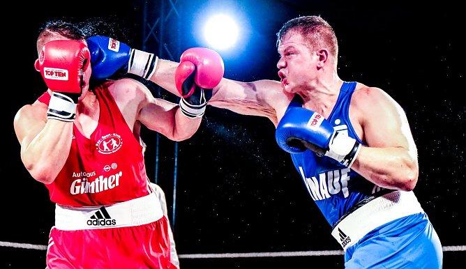 Ein Garant im Ring - Superschwergewichtler Max Keller (rechts - blau) (Foto: Chr. Keil)